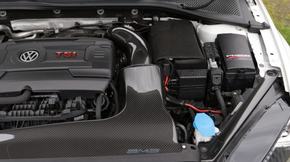 The Steinbauer module can be seen just to the right of the carbon AMS intake