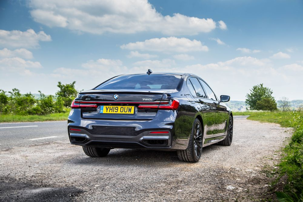 BMW - The BMW 750i Is An Unsung Super Saloon Hero I'd Have Over An M5 - Features