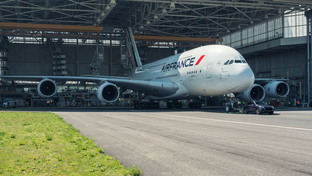 Porsche - Porsche Just Broke A World Record By Pulling An Airbus A380 With A Cayenne - News