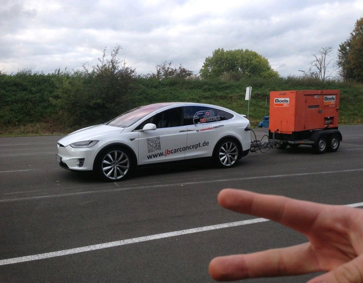 Just a Tesla with the new 'Range Extender Unlimited' for ...
