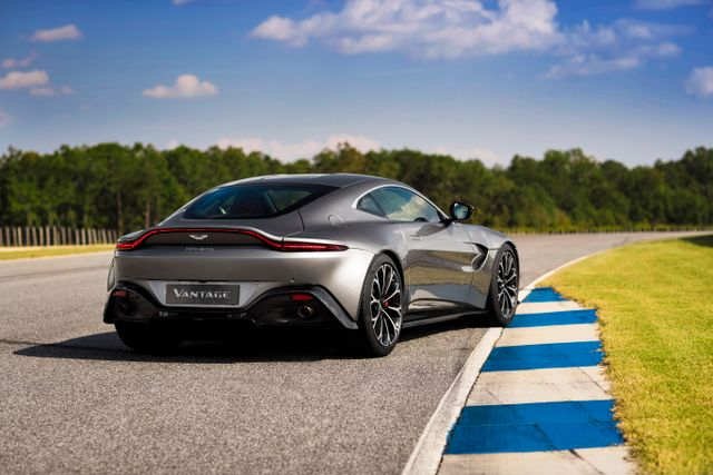 New Aston Martin >> The New Aston Martin Vantage Is Here To Pick A Fight With The 911