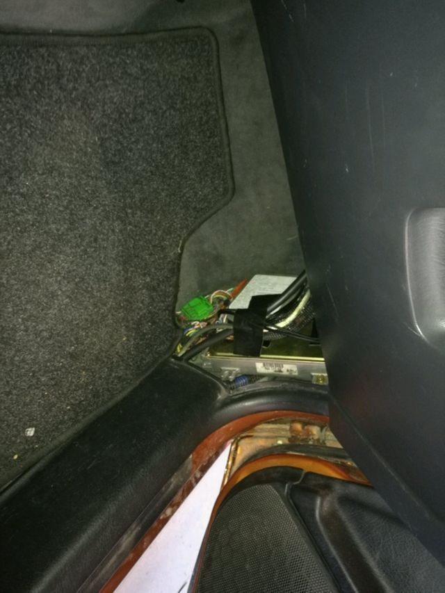 Fusebox relocation. Succesfull. Normaly its in the engine ... on