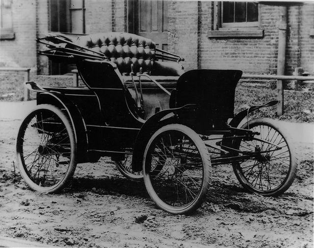 March 24 1898 Winton Motor Carriage Company Made First Commercial Of An American Built Automobile In The U S