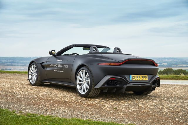 New Aston Martin >> A New Aston Martin Vantage Roadster Is Coming