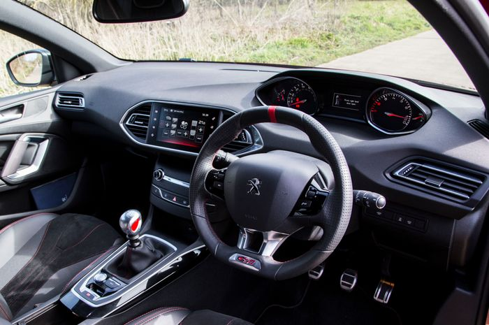 peugeot 308 gti 270 review: blisteringly quick with one fatal flaw
