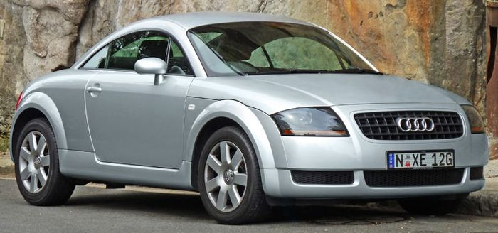 10 Ugly Cars That Have Grown Prettier With Age