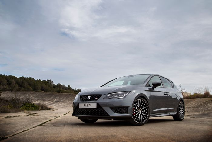 seat leon cupra 290 review why the focus rs and civic type r haven 39 t beaten it yet. Black Bedroom Furniture Sets. Home Design Ideas
