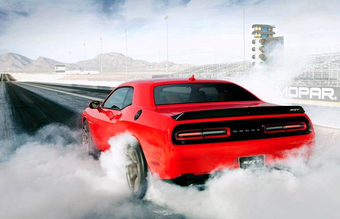If You Think Tyres Produce Smoke During A Burnout Youre Wrong - Cool cars doing burnouts