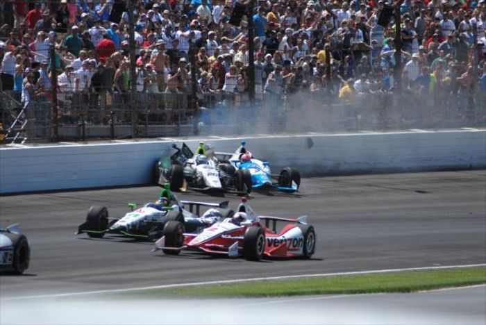How Many Laps In Indy 500 >> Ryan Hunter-Reay Scores Maiden Indianapolis 500 Victory By Just 0.0600sec
