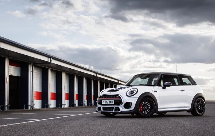 The Mini John Cooper Works Challenge Is A Serious Track Car