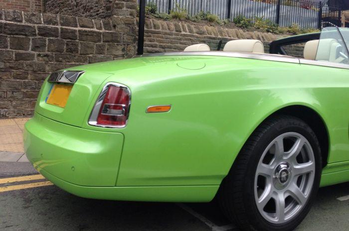 Lime Green Rolls Royce Phantom Drophead: Hot Or Not?