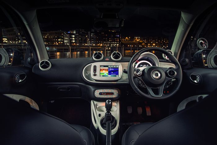 6 things i love and hate about the 2015 smart fortwo. Black Bedroom Furniture Sets. Home Design Ideas