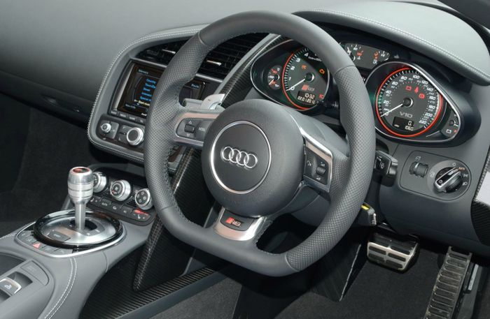 black audi r8 interior. with the r8 and i back in village sport mode still engaged approach a tight 90 degree lefthander ease off throttle black audi interior