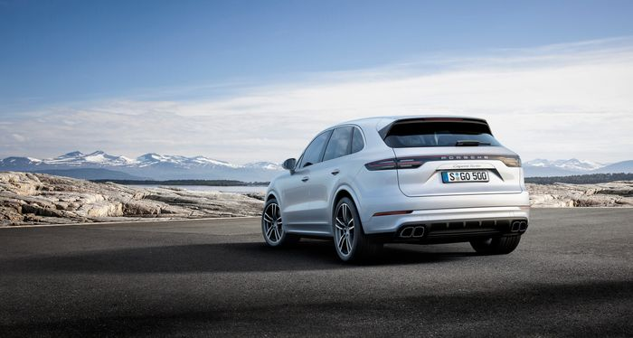 Porsche Cayenne Turbo Spices up Frankfurt With 550 HP