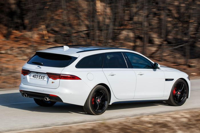 jaguar xf sportbrake review a classy middle finger to the world of suvs. Black Bedroom Furniture Sets. Home Design Ideas