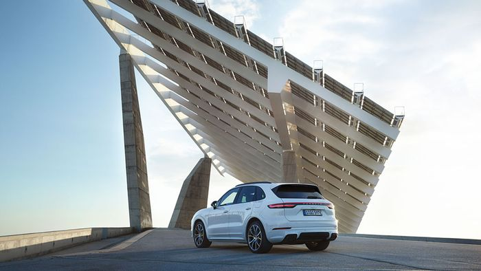 The 918-Inspired Porsche Cayenne E-Hybrid Is Quicker Than You Might