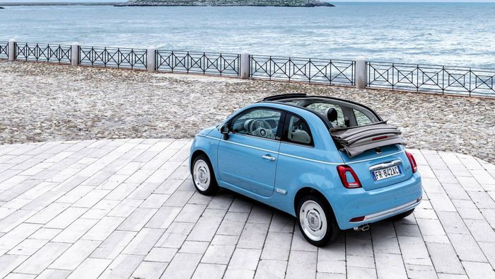 someone cut the roof off this fiat 500 and it s spectacularly cute. Black Bedroom Furniture Sets. Home Design Ideas