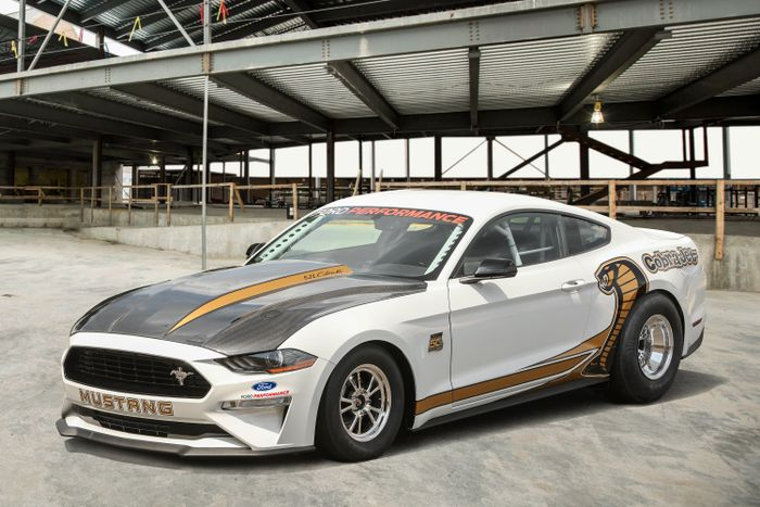 Ford Mustang Cobra Jet is ready for the drag strip