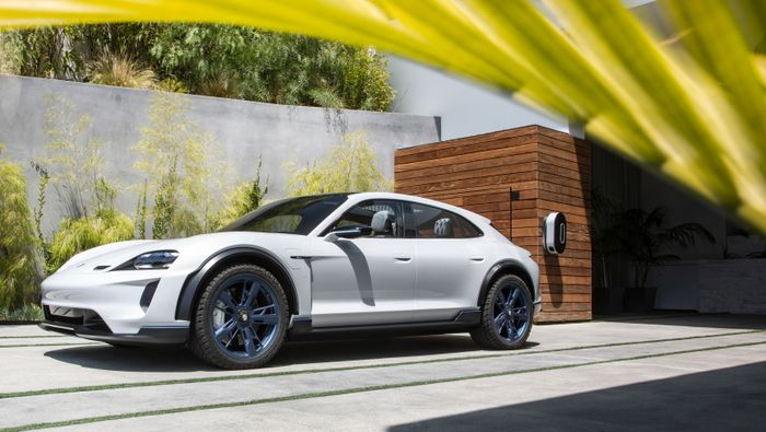 Porsche Mission E Cross Turismo will go serial