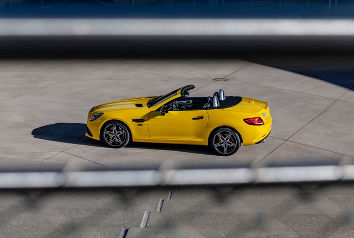 Mercedes SLC Final Edition Debuts As Roadster's Colorful Finale