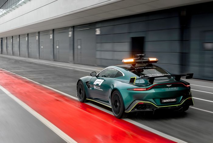 The Aston Martin Vantage Is The First Non Merc F1 Safety Car In 26 Years