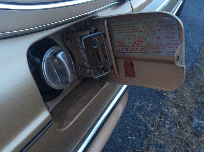 5 things I love and hate about my 1985 Mercedes Benz 300D