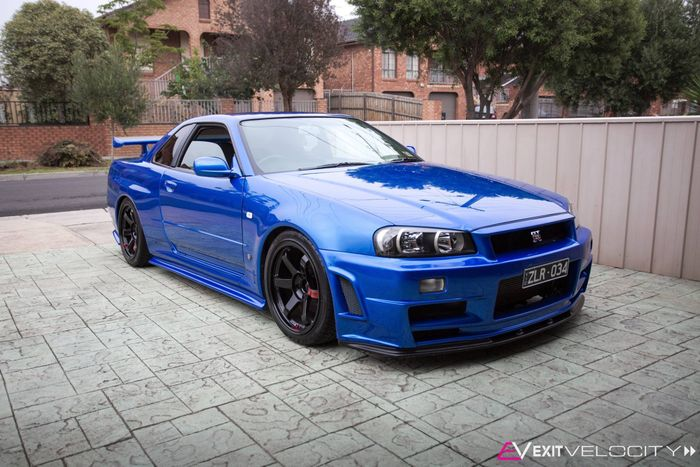 Nissan Skyline R34 GT-R with a automatic transmisson ? Please read