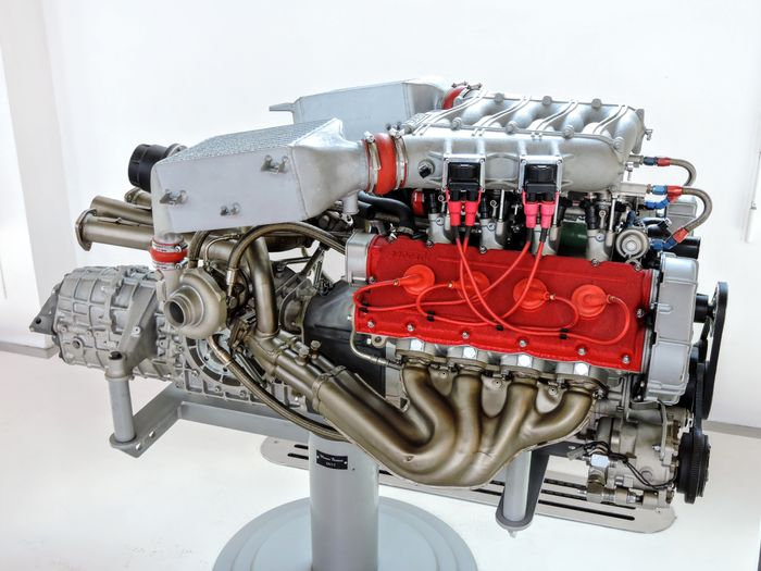 Ferrari F40(and the F120A engine out of an F40)
