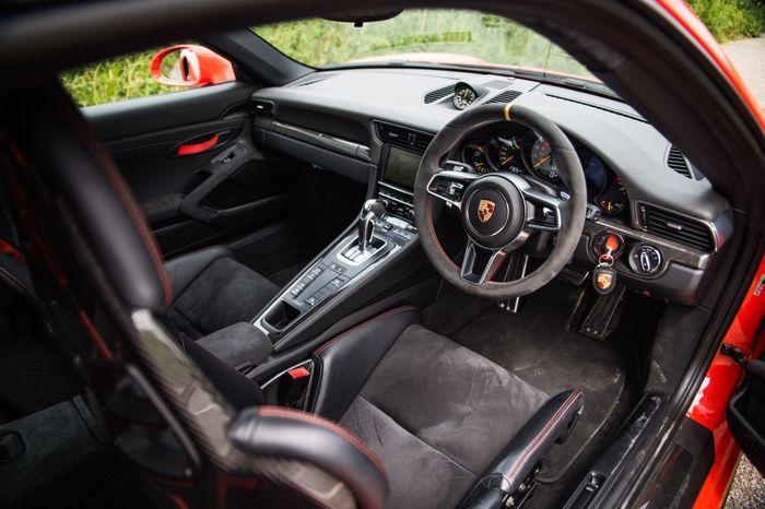 is this the world s only manual porsche 991 gt3 rs rh carthrottle com Porsche 911 GT3 RS Bugatti Veyron
