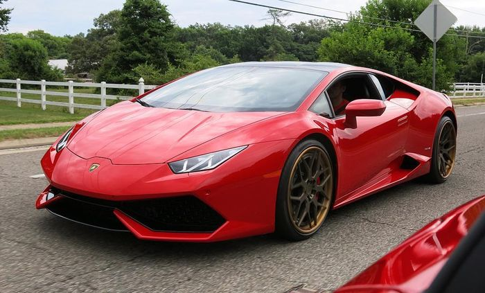 Red Lamborghini Huracan Lp 610 4 On Gold Rims
