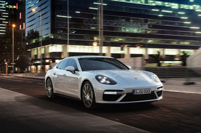 Porsche topping its Panamera line with new Turbo S E-Hybrid