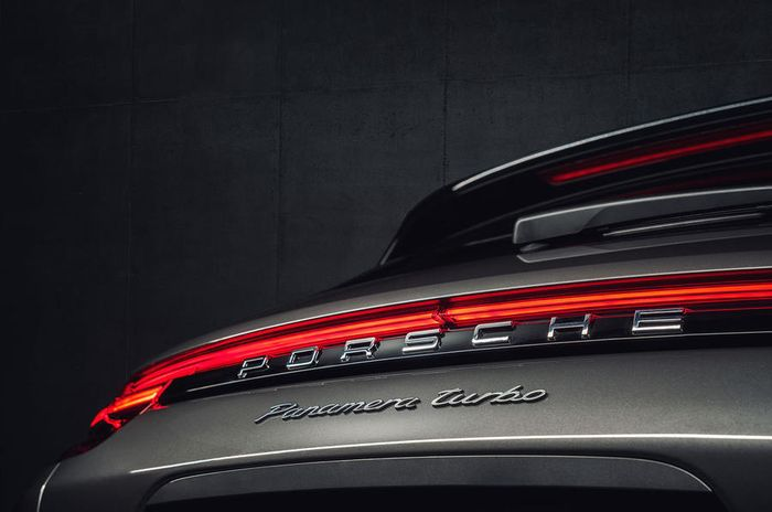 Porsche Adds Estate to Panamera Lineup