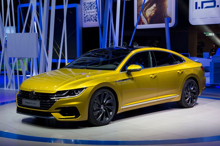 say hello to the vw arteon the passat 39 s posh big brother. Black Bedroom Furniture Sets. Home Design Ideas