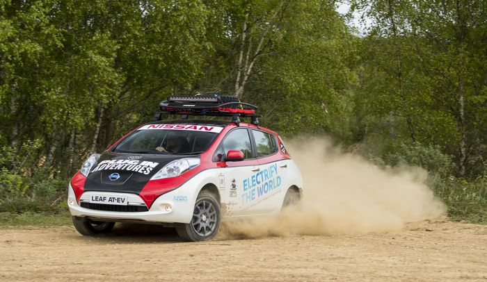 Some attractive lunatic built a Nissan Leaf electric rally vehicle