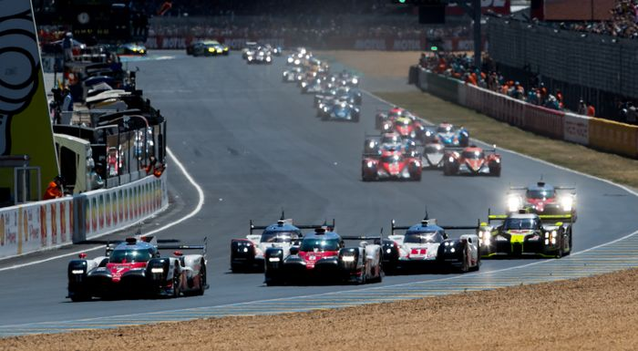 6 heartbreaking moments from this year s le mans 24 hours - Garage volkswagen le mans ...