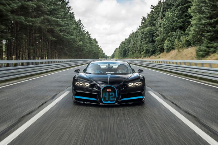 Watch the Bugatti Chiron Brake From 250 miles per hour in Record Time