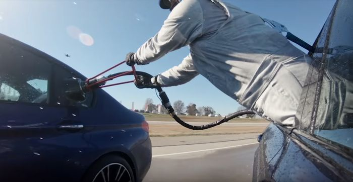 BMW has invented mid-drift refuelling