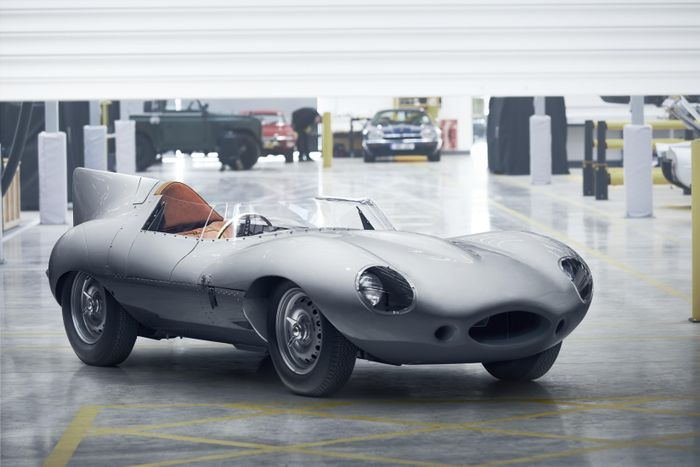 Jaguar restarts D-type racer production