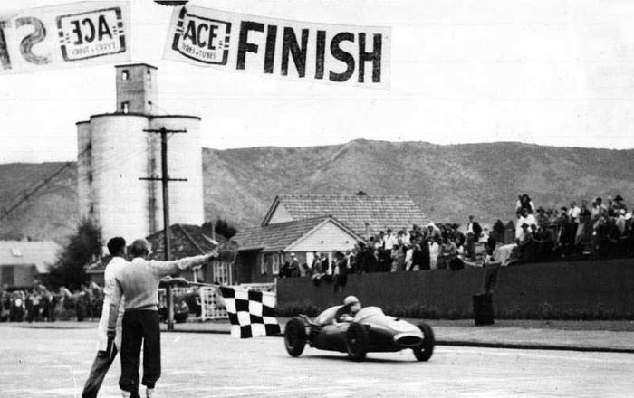 Mclaren - 59 years ago today (12 December 1959) Bruce McLaren became the youngest driver to win a Grand Prix race as he earned first place at Sebring, Florida aged 22 years and 104 days of age.     http://bit.ly/2AnpKAs - Formula 1