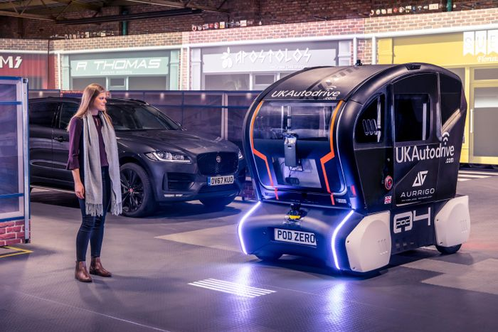 Jaguar Land Rover autonomous vehicles to project direction of travel…