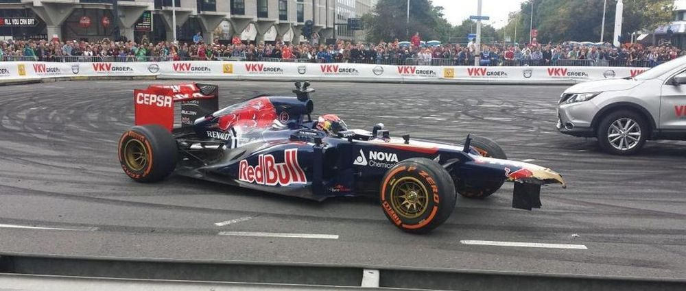 6 Times Drivers Crashed During An F1 Show Run