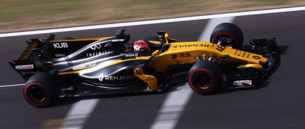 Kubica Takes Down Garage Sign On His F1 Return In Budapest