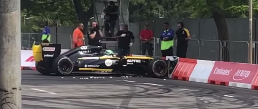 Renault's Showcar Ended Up In The Barriers During The F1 Fan Festival In Sao Paulo