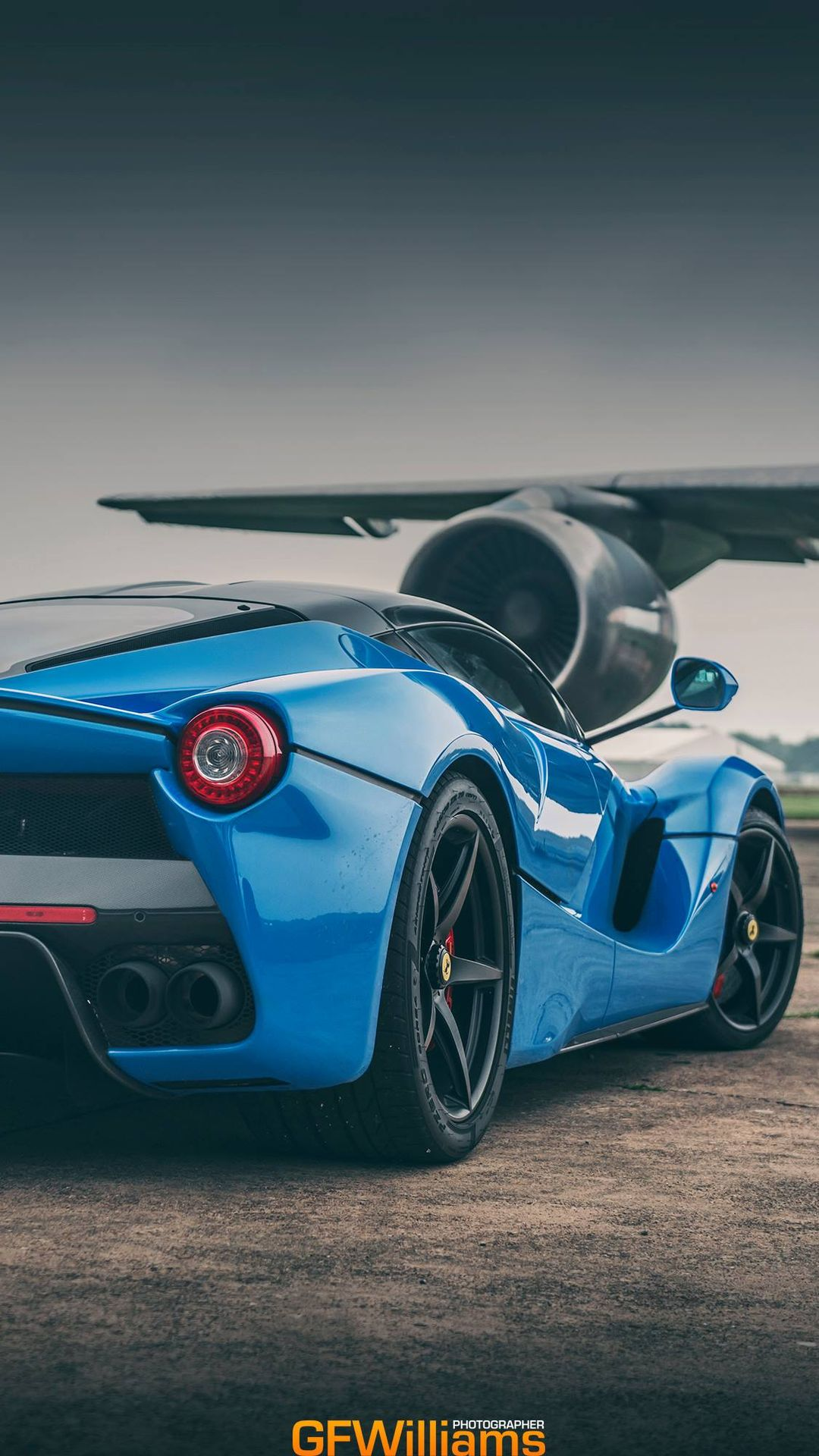 These Laferrari Wallpapers Show Off The Prancing Horse Looking