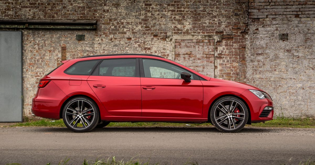 seat is cooking up a 335bhp leon st cupra r. Black Bedroom Furniture Sets. Home Design Ideas