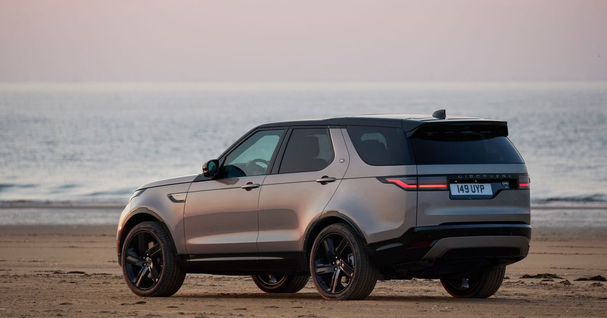 Sorry, The Facelifted Land Rover Discovery Still Has An Offset Number Plate