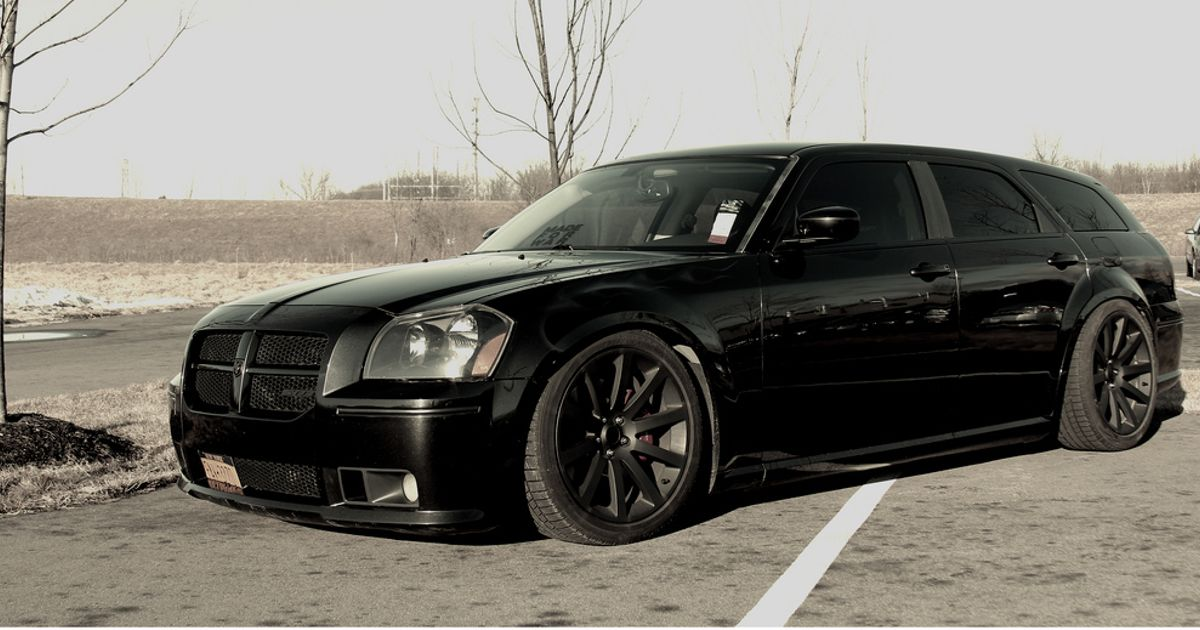 Stunning Black Dodge Magnum Srt8