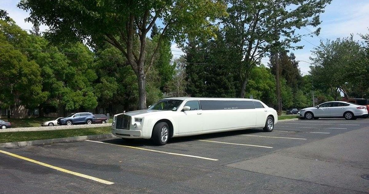 if a rolls royce phantom costs 400 000 how much will a rolls royce phantom limo cost. Black Bedroom Furniture Sets. Home Design Ideas