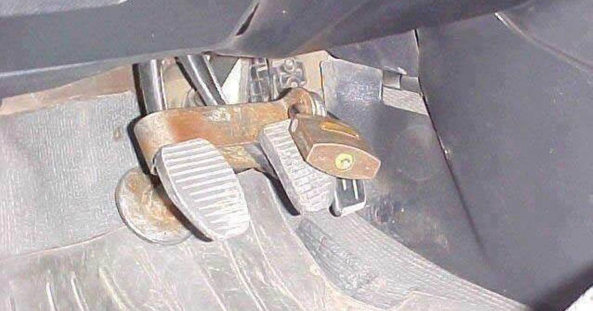 Механическая блокировка педалей автомобиля своими руками 48