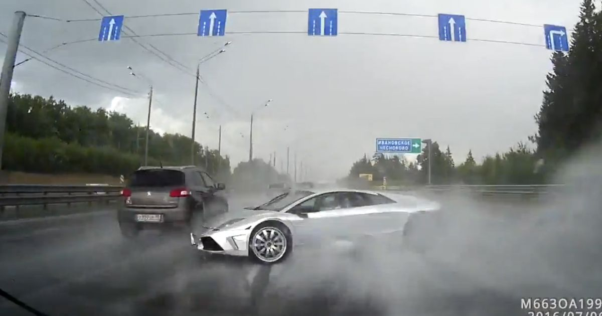 Watch An Idiot In A Lamborghini Murcielago Pirouette Into A Crash